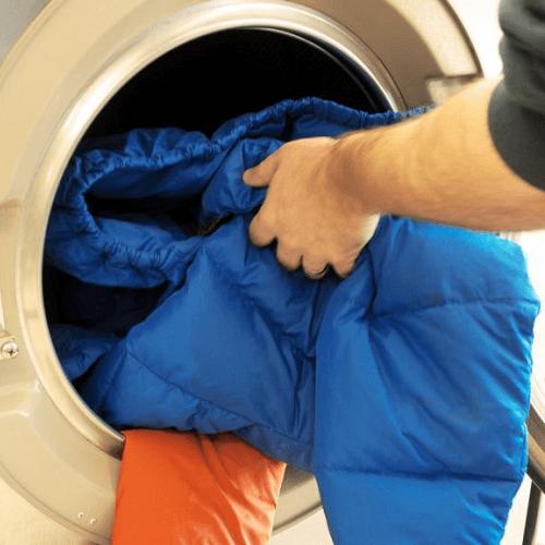стирка пуховика, химчистка одежды